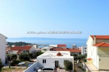 Three bedroom quality apartment with garage and sea view